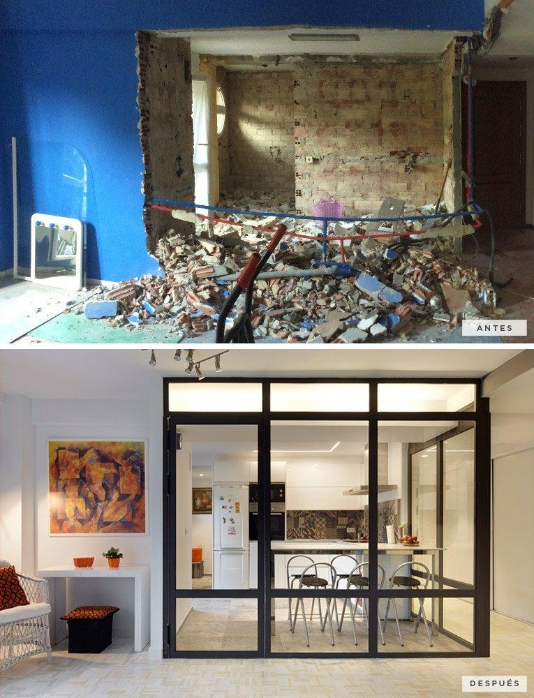antes y después de la cocina separada con una cristalera estilo industrial