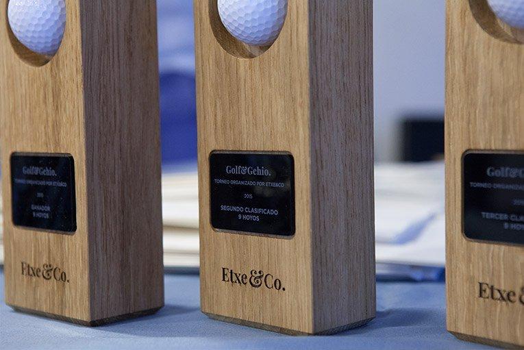 entrega de premios durante el campeonato de golf organizado en basozabal