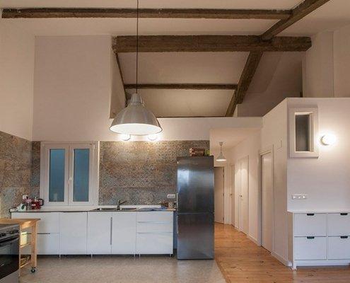 Reforma del techo, las paredes y el suelo en la vivienda de Ulia en San Sebastián.