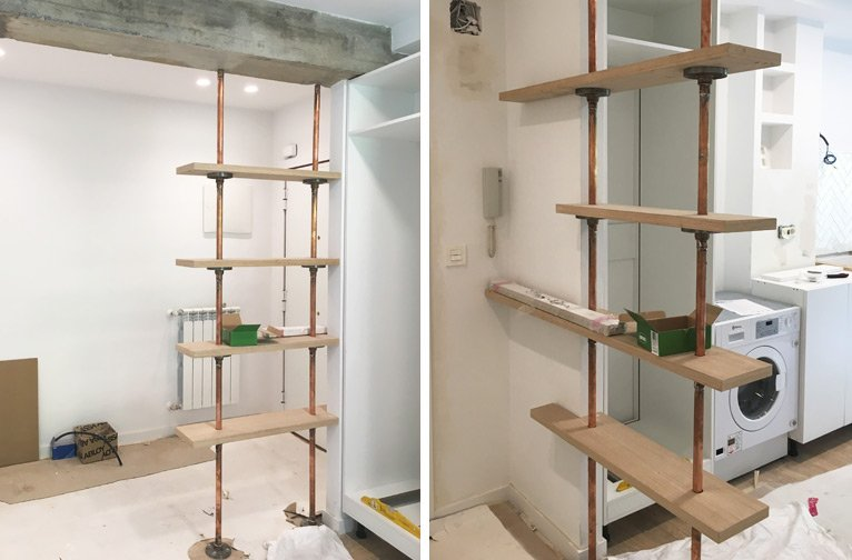 Separador con doble función, estantería y biombo, mueble hecho por Etxe and Co